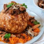 Recept: gepofte knolselderij met Pulled Oats en pompoenpuree