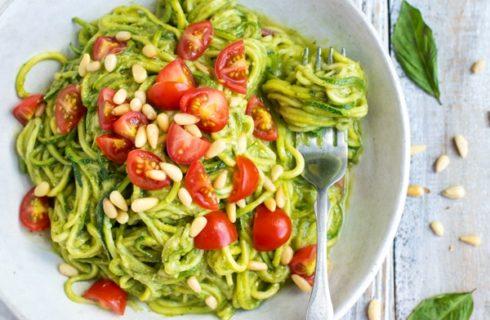 Recept: courgette pasta met basilicum en avocado