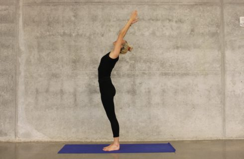 Last van nekpijn? Deze yogahoudingen helpen je ervan af!