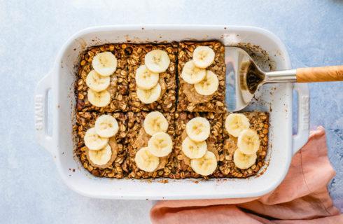 Recept: gebakken havermout met banaan en pindakaas