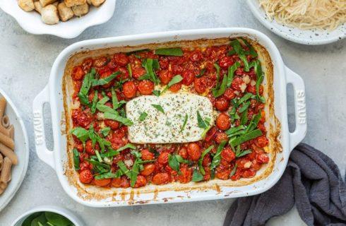 Recept: geroosterde feta met tomaatjes en pasta