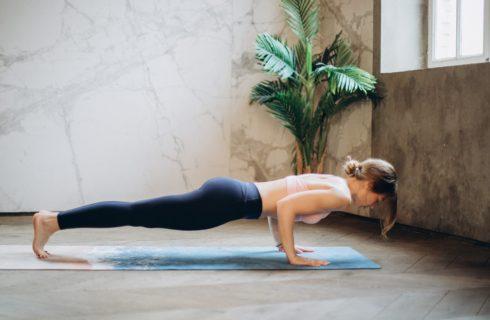 4 oefeningen voor sterke gespierde schouders zonder gewichten