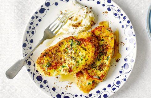 Recept: Hartige groene wentelteefjes met Griekse yoghurt en honing