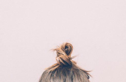 Detox dinsdag: detox je haar met een appelciderazijn haarspoeling!