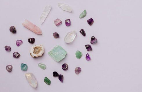 Wat je moet weten over helende kristallen en hoe je ze gebruikt