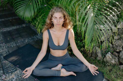 6 verrassende voordelen van yoga die het zo'n mooie workout maken