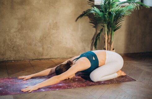 6 yoga oefeningen om te doen wanneer je een kater hebt