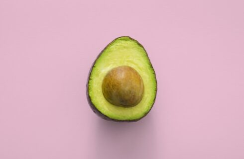 Zo maak je een onrijpe avocado rijp om te eten (6 tips)