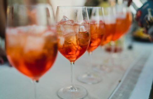 Schenk deze heerlijke oranje drankjes voor koningsdag!