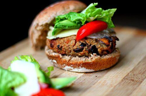 Recept: heerlijke vegan burger met paddestoelen en quinoa
