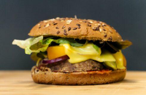 Vleesvervanger zelf maken? Maak een linzenburger, supermakkelijk!