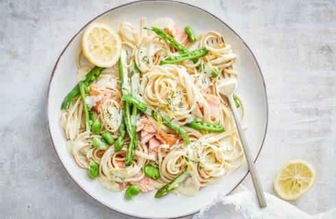 Recept: pasta met zalm, groene asperges en romige citroensaus