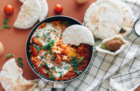 Recept: Vegan shakshuka inclusief vegan eieren