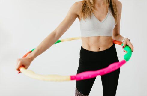 Afvallen door hoelahoepen? Dit is de ideale workout voor jou