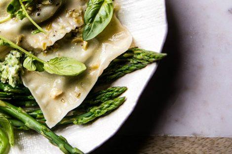 Koud-warme groentelasagne met asperges à la minute