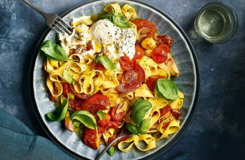 Recept: Tagliatelle met geroosterde tomaatjes en burrata