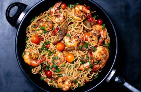 Recept: pasta met biefstukreepjes en garnalen (Surf 'n Turf)
