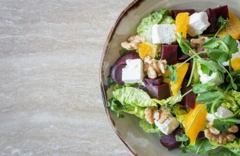 Recept: salade met rode biet, geitenkaas en sinaasappel