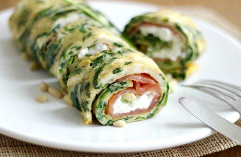 Koolhydraatarme spinazie omelet wrap met zalm