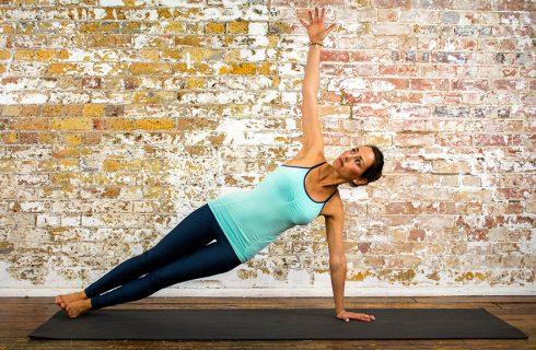 Deze yoga core flow zorgt voor een sterke core en een lichaam vol energie!