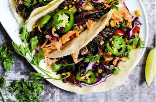 Gegrilde groenten en portobello taco's
