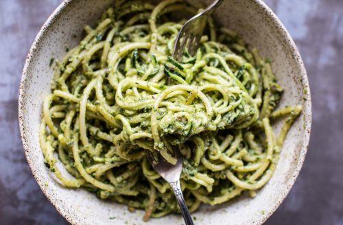 Easy to make: Pasta met avocado saus en tuinbonen