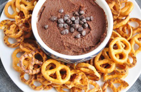 De beste hummus die je ooit gemaakt hebt; healthy chocolade hummus