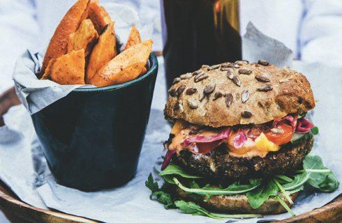 (On)gezond: Cheeseburger met frietjes (minder calorieën, minder koolhydraten & gezonde vetten)