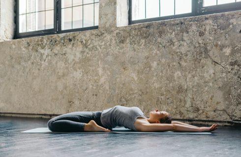 Saddle Pose – Volledige overgave van je lichaam in deze yin houding
