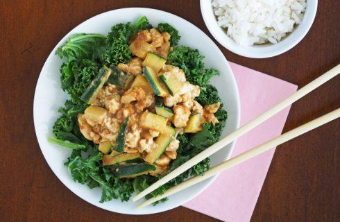 Heerlijke pittige tofu saté met kokosrijst (vegan)