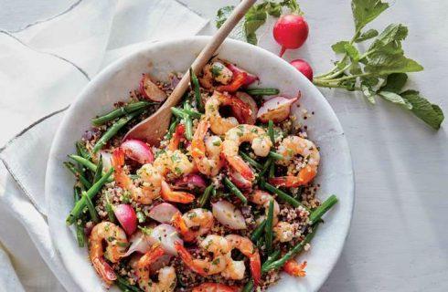 Quinoa salade met radijsjes en citroen-knoflook garnalen