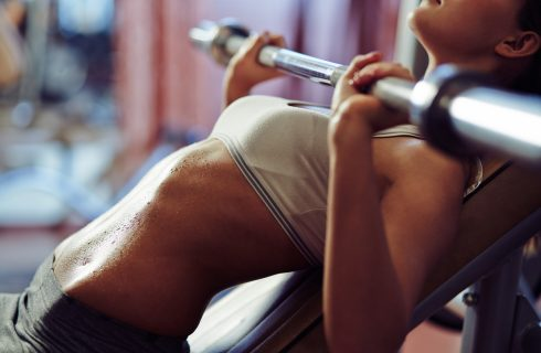 5 alternatieven voor de barbell bench press