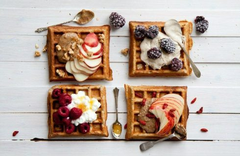 Glutenvrij & vegan: wafels met vers fruit en agavesiroop