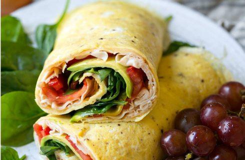 Koolhydraatarm: Kalkoen avocado omelet wrap
