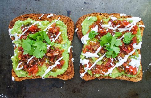 Avocado toast met Mexicaanse twist (vegetarisch)