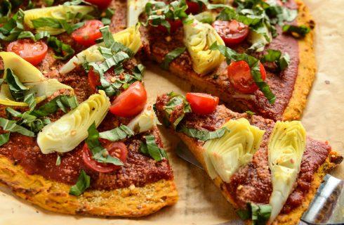Vegetarische zoete aardappel pizzabodem