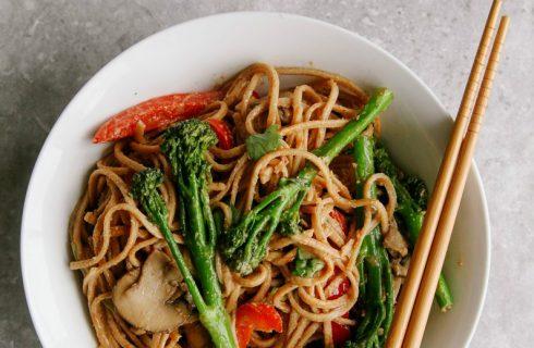 Lekker & snel: pindakaas noodles (vegan)