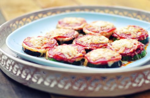 Ultieme healthy snack: Mini courgette pizza's