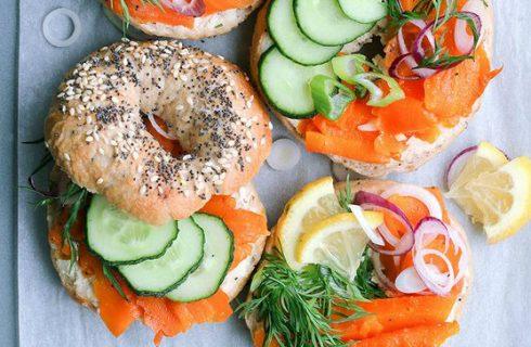 Bagels met vegan 'wortel zalm' en creamcheese