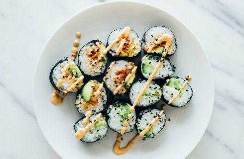 Homemade sushi: Spicey tomato 'tuna' roll