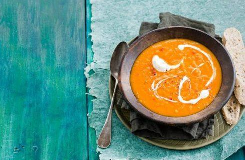 Heerlijke gekruide pompoen linzen soep