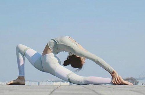 5 fijne yoga poses die je ook makkelijk thuis kunt doen!