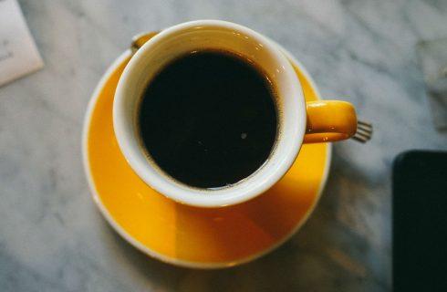 Skip de koffie: Dit 10 minuten trucje geeft je veel meer energie.