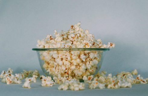 Zoete popcornsnack met cashewnoten