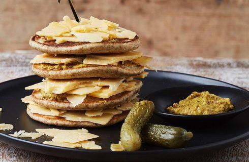 Healthy pannenkoeken met kaas en mosterd, lekker voor bij de borrel!