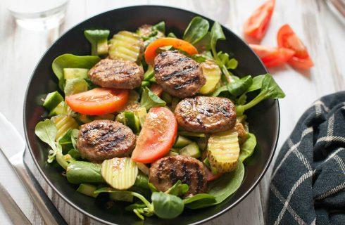 Gezond eten voor mannen? Probeer deze 'hamburger salade'!