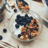 Recept: vegan nana ice cream met granola voor ontbijt