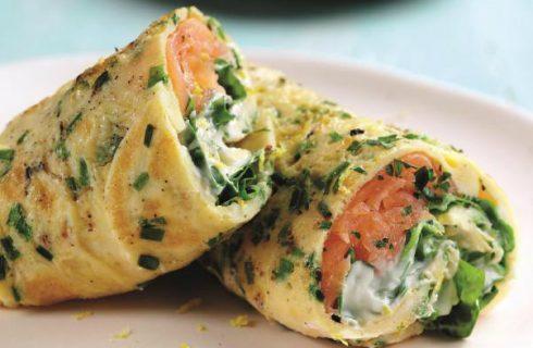 Heerlijke omelet wraps met gerookte zalm en avocado