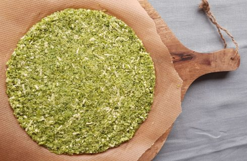 Koolhydraatarm: Heerlijke broccoli pizza bodem!