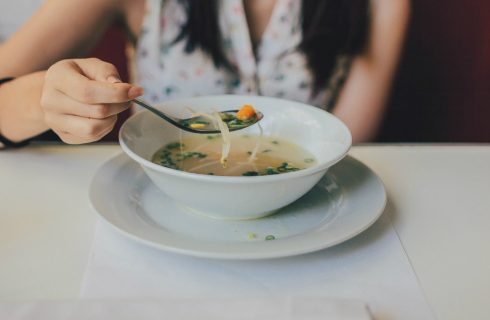 Waarom sommige personen niet houden van stukjes in het eten